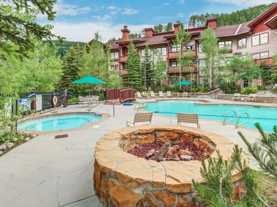 Photo for Warm and welcoming ski-in/ski-out condo w/ access to pools, hot tubs, & more!