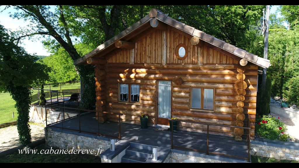 Chalet gite insolite rondins 5 pers with spa flagnac for Gite insolite
