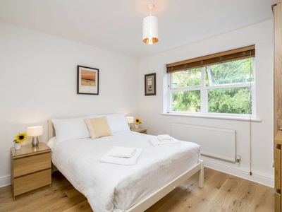 Photo for Splendid 2 bed apartment close to Vauxhall Tube