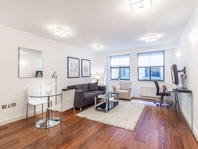Photo for Monument Flat · Amazing 1 Bed Apartment Near Monument Station