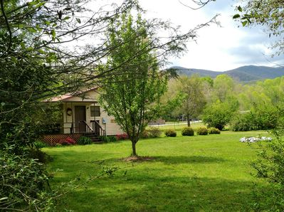 The cabin on the creek overlooks the Blue Ridge Mountains. Cozy comfy and clean.