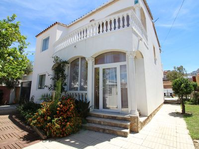 Photo for Villa in Empuriabrava with private pool and 3 bedrooms (8p)