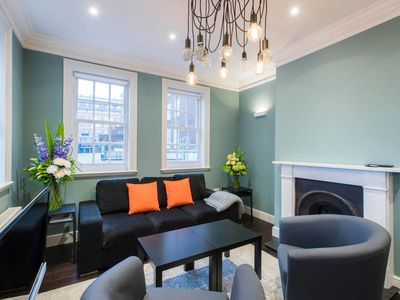 Photo for Modern 2 bed next to Hyde Park, sleeps 6