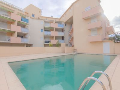 Photo for One bedroom Apartment, sleeps 4 in Le Grau-du-Roi with Pool, Air Con and WiFi