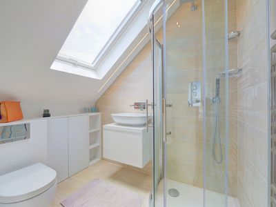 Photo for Top Floor Apartment with natural light close to Fulham Broadway Underground