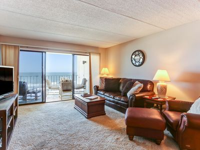 Photo for Top floor 2 Bed/2 Bath Oceanfront condo sleeps 6.  Oceanfront balcony & Pool.