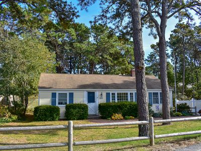 Photo for Cozy cape cod cottage with lovely wood floors and central AC