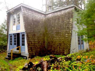 Meadow drive, Tolland, MA. Wildwood Lakefront Cottage