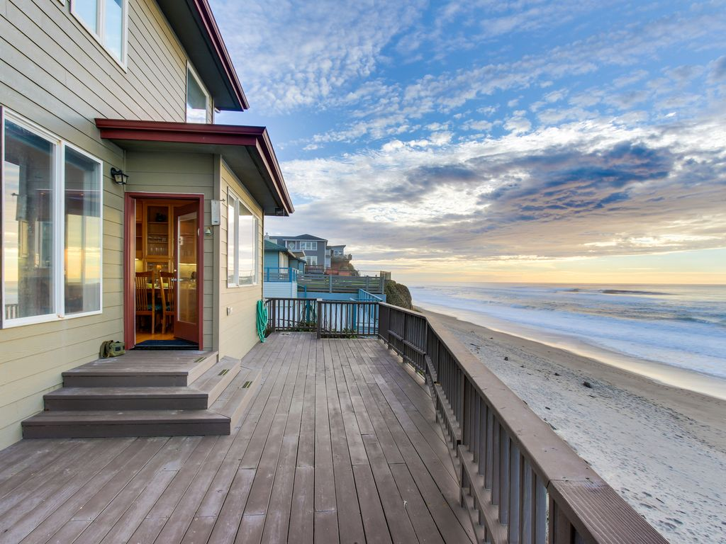Roaring Waves At This Oceanfront Beach Al With Private Hot Tub Great Views