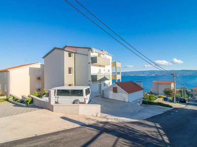 Photo for Apartment in Mali Rat (Omiš), capacity 4+2