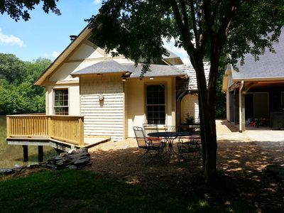 Front view cottage and outdoor patio as you drive up