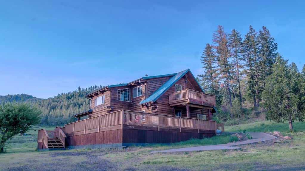 Property Image#3 LOST CREEK CABIN, Log Cabin Near Crater Lake, Rogue River