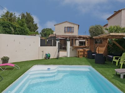 Photo for Villa with private pool and Jacuzzi within walking distance of Tarascon and the Rhône