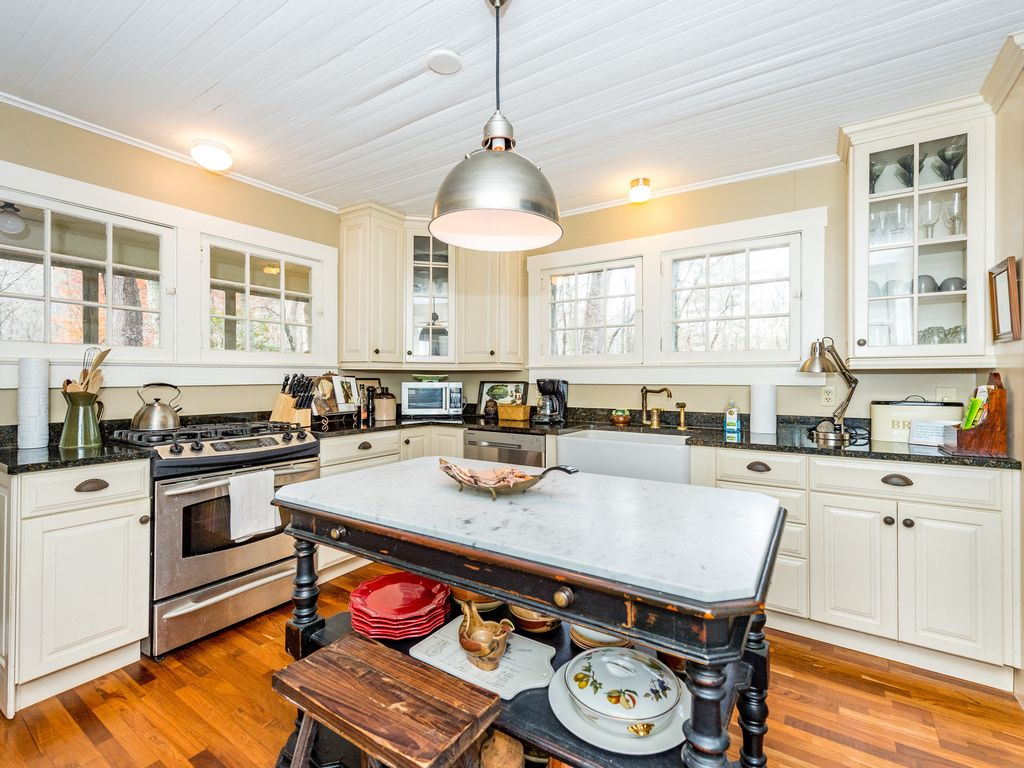 Lovely 3BR Home in the Woods w/ Babbling Streams 20 Minutes to ...