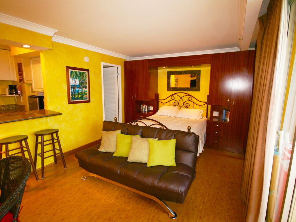 $119/Nite - Wyndham Royal Garden at Waikiki... - HomeAway Waikiki