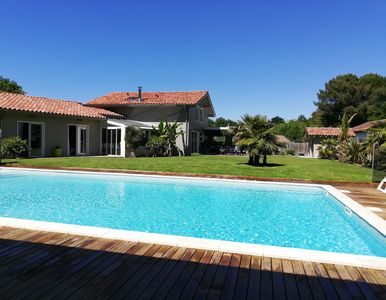 Photo for At the edge of the ocean and near the lake, spacious villa with swimming pool HEATED