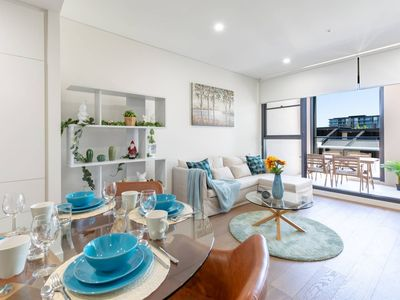 Photo for Gorgeous two bedrooms apartment close to CBD