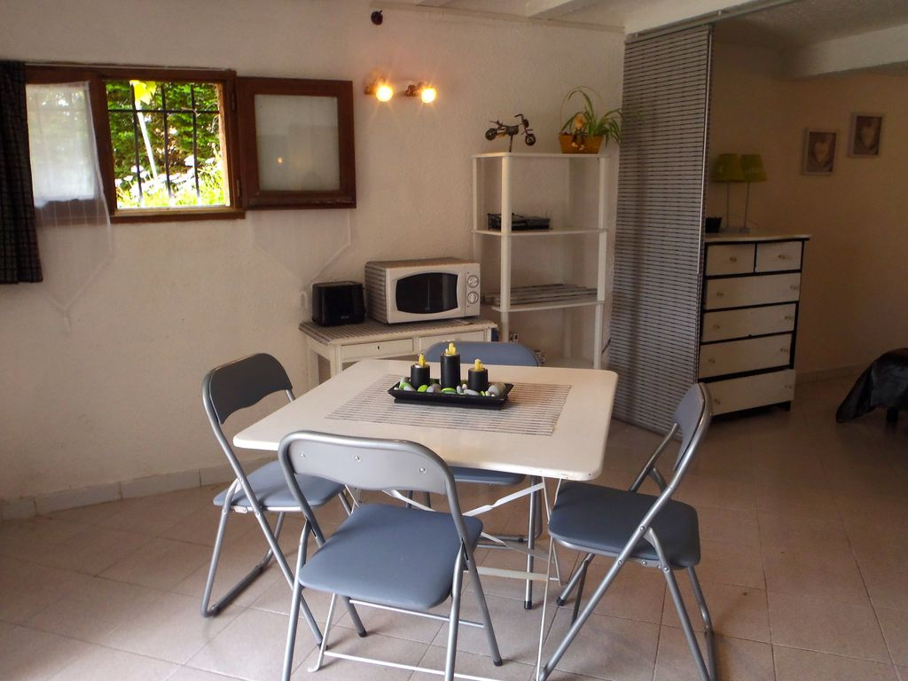 Studio 45 m2 terrace 4 persons private parking and SEA
