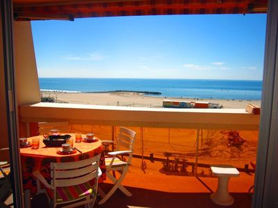 Photo for Appart. 75 m2 - very good location facing the sea and in the heart of Palavas