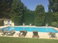 Perfect provence retreat in a quiet residential area. Owner was very responsive and helpful.