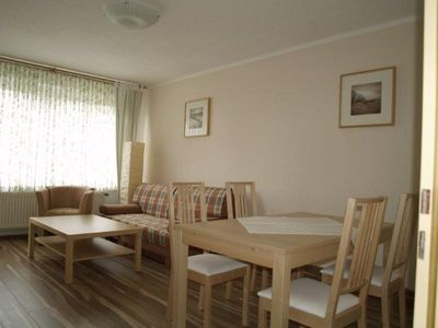 Photo for Spacious 2 bedroom apartment, quiet central location, 5 minutes to the beach