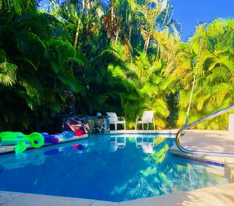 Photo for Spanish Wells Country Club, Heated Pool, Pets Welcome , Four En Suites ,ahh