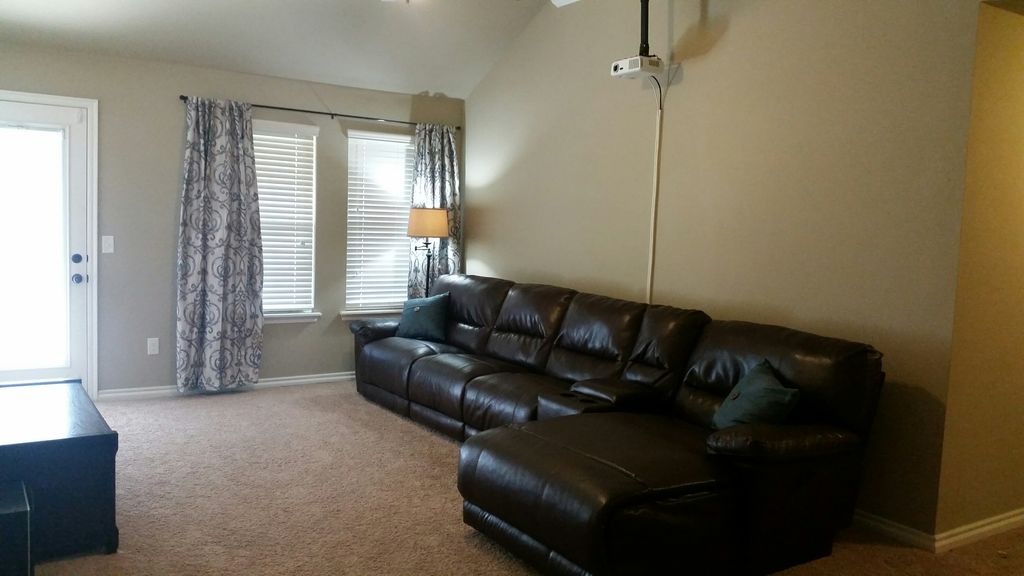 Spacious Yet Comfy Home In A Great Location Theater Room