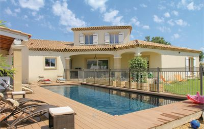 Photo for 5 bedroom accommodation in Sorgues