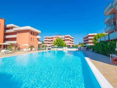 Photo for Apartment in residence with swimming pool, large tiled garden, 6 beds