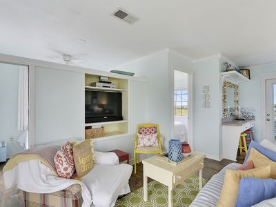 Photo for Cowabungalow, charming 2/1 bayside home with community pool access