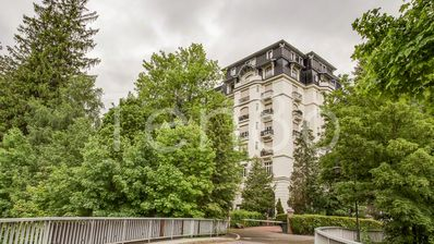 Photo for Apartment Le Majestic - Lovely 3 bedroom in the center of town