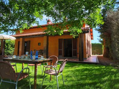 Photo for Farmhouse with 2 apartments, swimming pool, between Montepulciano and Trasimeno