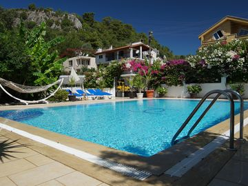 15% DISCOUNTS NOW! Luxurious Villa w/Private Pool & Grounds & Private Yacht trip