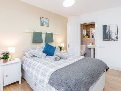 Photo for Big 2bed 2bath by Station Stockwell (14)