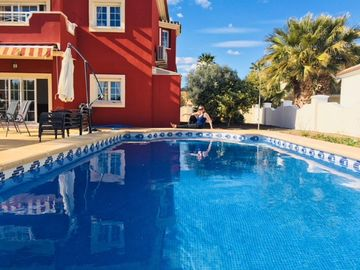 Search 945 holiday lettings