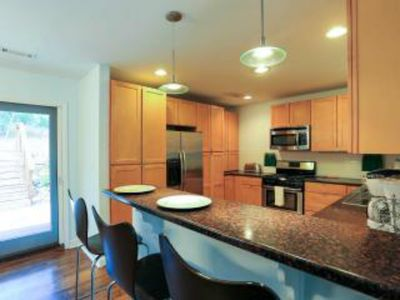 NEW! JEFFERSON PARK GREEN COTTAGE - 15 MINS DOWNTOWN & AIRPORT + FREE PARKING!