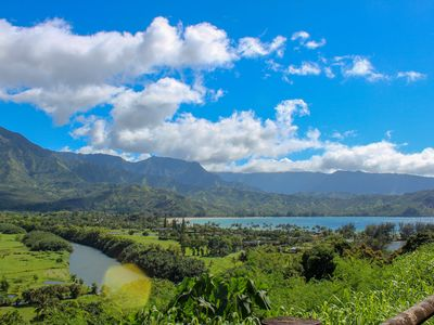 NEWLY Updated Condo- 5 minutes to Hanalei Bay! FAST WiFi & Beach Gear & More!