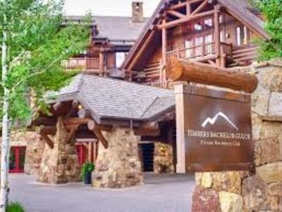 Photo for 8 FREE SKI PASSES PER DAY INCLUDED IN RENTAL RATE - Available 2/08/20-2/22/20