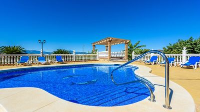 Photo for Gorgeous villa with stunning views