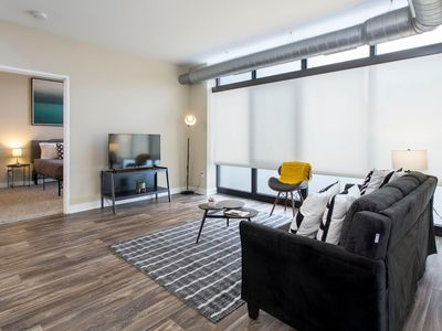 Photo for Comfortable + Open 1BR Apt near Downtown