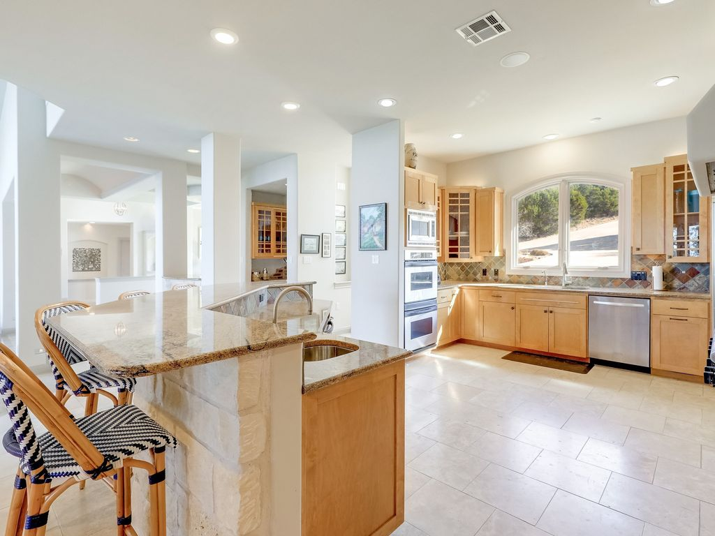 Luxe 4BR Lake Home w/ Infinity Pool: Luxe 4BR Lake Home w/ Theater ...