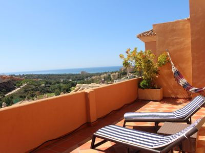 Photo for Penthouse with golf and ocean views in Elviria
