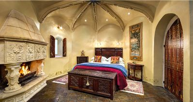 Castle Keep B&B-romantic and secluded hideaway for 2.