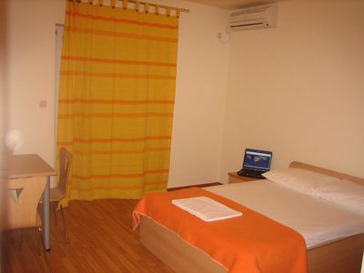 Photo for Studio flat with air-conditioning Omiš (AS-4654-d)