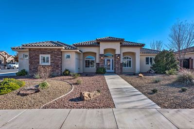 Explore Hurricane, Utah from this 4-bedroom, 2.5-bath vacation rental home!