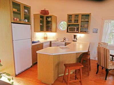 Kitchen, All New Appliances, Spacious Counter Seats 3~