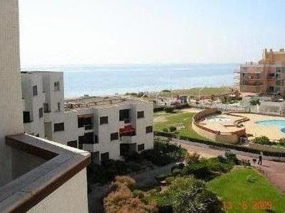 Photo for Apartment with terrace, direct access to the beach, sleeps 4 people