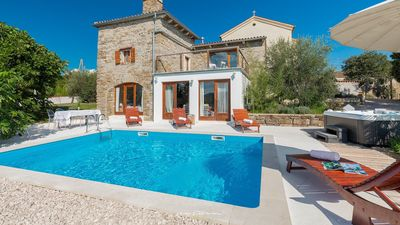 Photo for Wonderful villa with private pool and jacuzzi