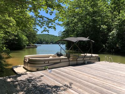 25 ft private pontoon on site. This is available for rent during your stay.