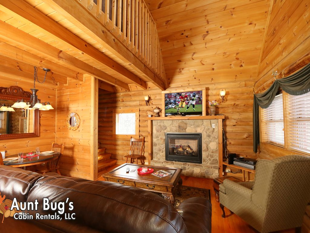 A slice of paradise in a one bedroom cabin near downtown pigeon forge tn sevierville sevier for One bedroom cabins in pigeon forge